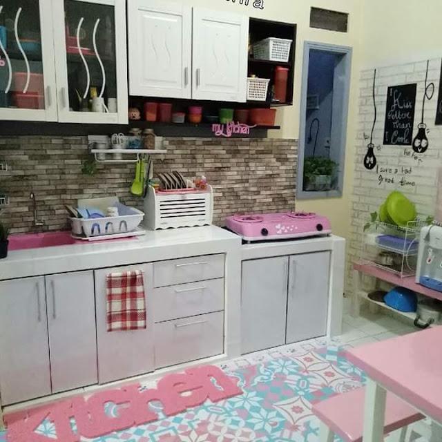 Inspirasi Rumah Minimalis Tipe 50 Ruang Santai Dapur Pink