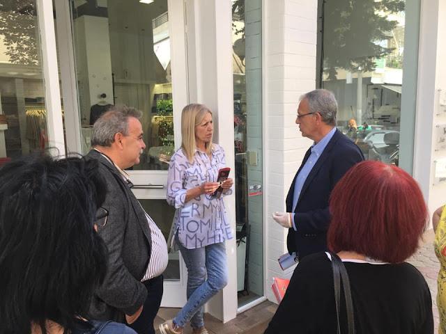 Ίλιον: Εξόρμηση του ΣΥΡΙΖΑ με τον Π. Ρήγα στο εμπορικό κέντρο για την παρουσίαση του «Μένουμε Όρθιοι»
