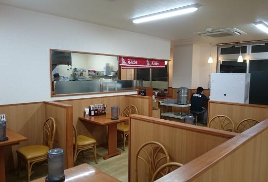 ラーメン さんぱち 中城南上原店の店内の写真