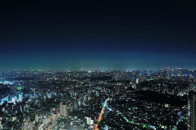 在日本東京看夜景可以到池袋 Sunshine City 太陽城展望台,看的見Sky Tree / 天空樹 / 晴空塔、東京鐵塔,是個360度全景觀展望台