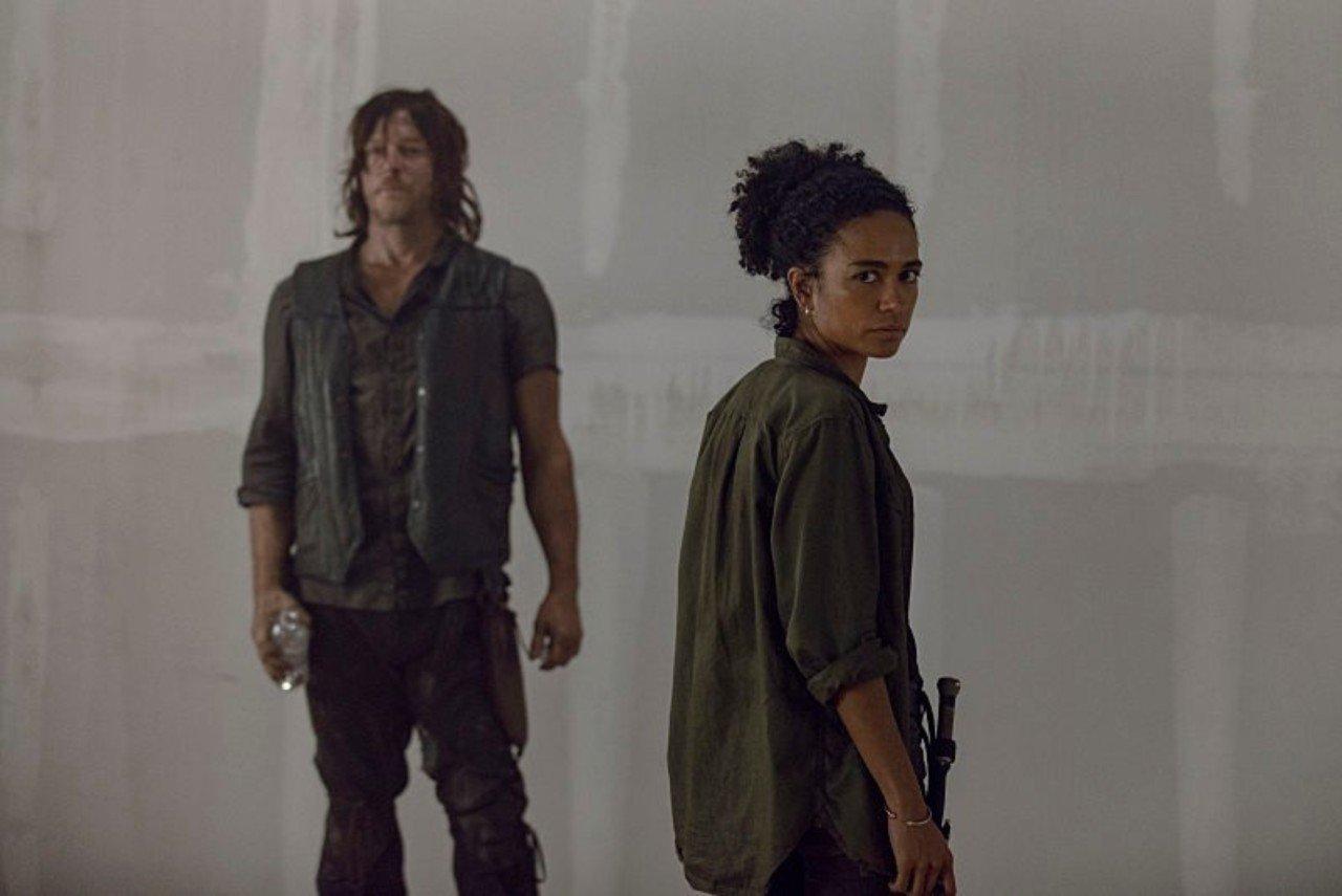 Connie y Daryl, en el episodio 9x13 Chokepoint de The Walking Dead
