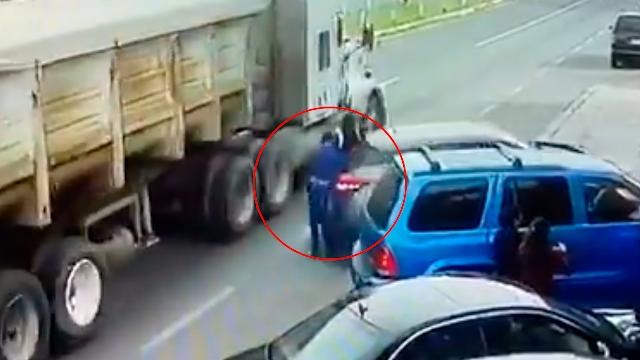 Difunden video del momento en que mariachi muere aplastado en Tlaxcala