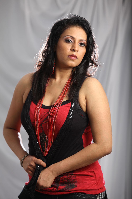 New telugu pop singer madhoo hot portfolio pics