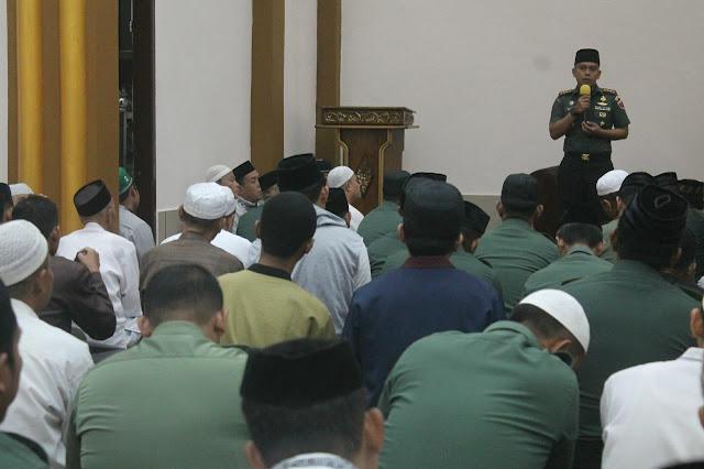 Dandim 1407/Bone Bersama Anak Buahnya Serbu Masjid di Dekat Makodim