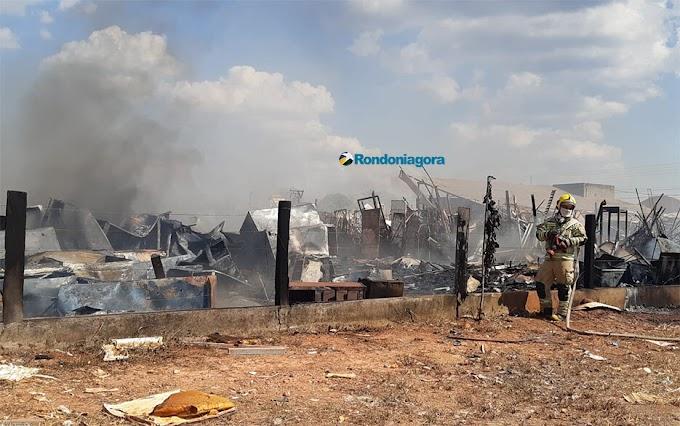 Bombeiros controlam incêndio na zona leste da capital; parte de empresa foi destruída