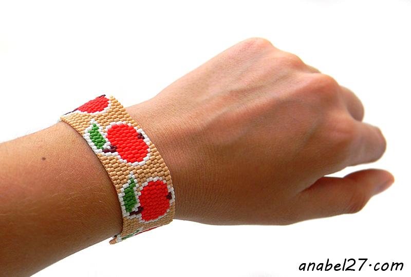 """Браслет """"Красные яблоки"""" -  летний браслет из бисера"""