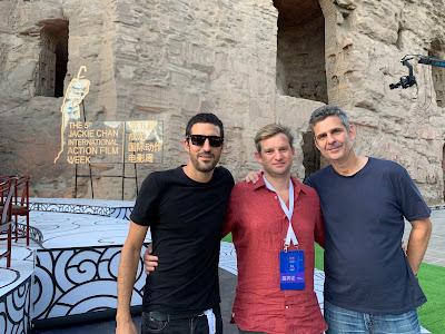 Da esquerda para a direita: o diretor Gustavo Bonafé, Sandi Adamiu (Paris Entretenimento) e Bruno Wainer (DT Filmes) - Divulgação