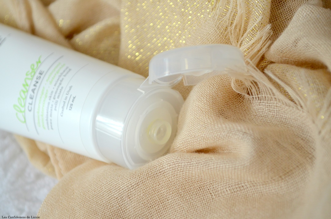 soin-visage-produit-de-beaute-nettoyan-peau-lisse-propre-douce-fraiche