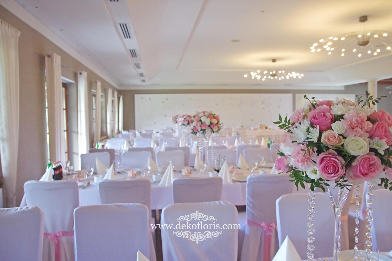dekoracja stołu Różowe dekoracje kwiatowe na weselu w Markus Kolonowskie