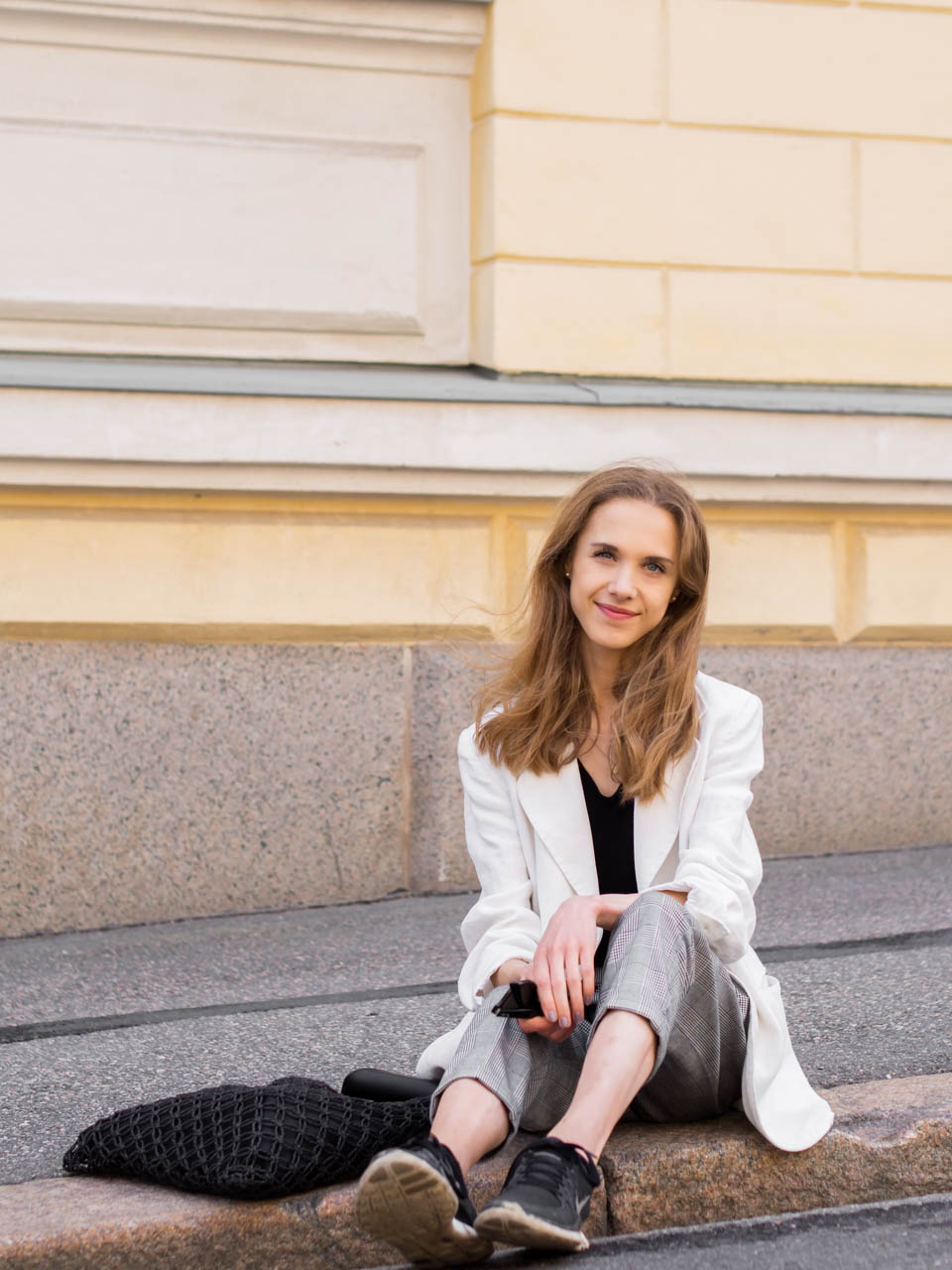white-linen-blazer-check-trousers-casual-outfit-fashion-blogger