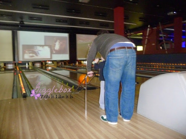 family bowling, King Pinz, King Pinz at the Village at Leesburg, family fun,