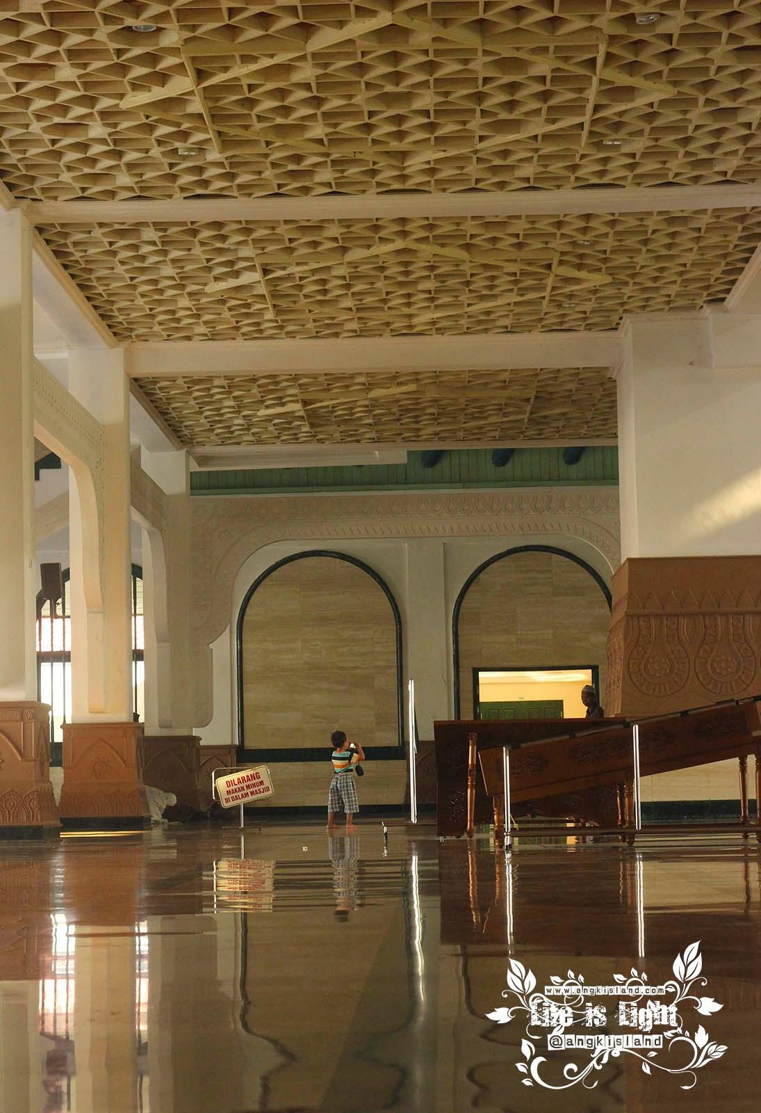 lantai Masjid Agung Jawa Tengah