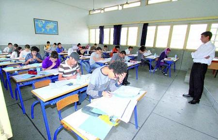 """وزارة التعليم تلزم التلاميذ بتوقيع التزام وتتوعّد """"الغشاشين"""" في امتحانات الباكالوريا"""