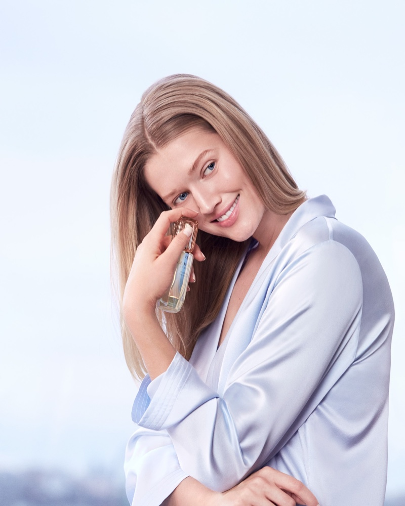 Model Toni Garrn poses with Clé de Peau Beauté Le Serum bottle.