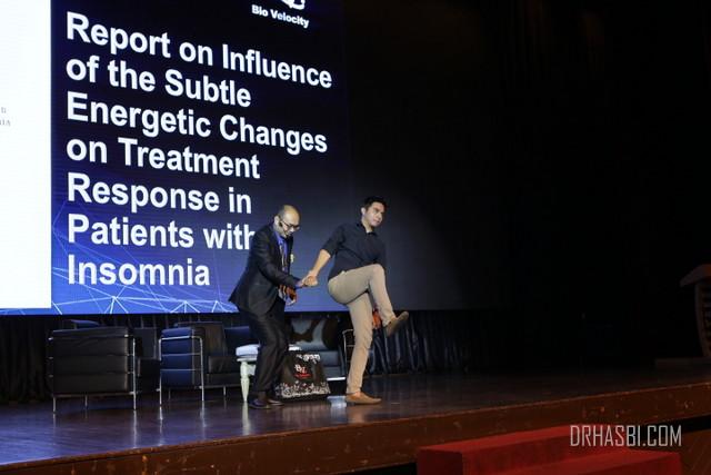 Demo tubuh menjadi seimbang selepas 10 saat guna Bio Velocity oleh Dr Hasbi