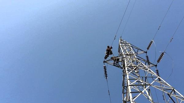 بهدف تحسين واقع الكهرباء بمدينة شهبا بالسويداء إنجاز مشروع خطوط توتر متوسط .