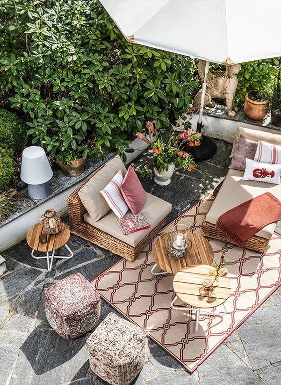 giardino sedie tavolo pouf