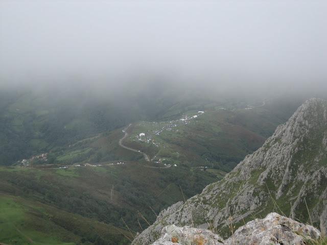 Rutas Montaña Asturias: Desde la Fayona, el área recreativa de Villapará con el show de la Vuelta a España