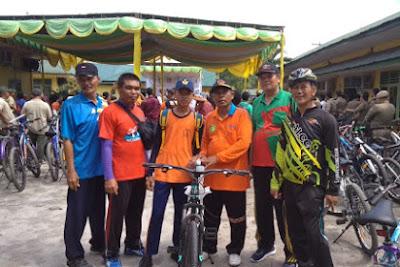 Siswa SMP Negeri 1 Teluk Mengkudu Mendapatkan Hadiah Lucky Draw Sepeda Santai HUT Guru Disdik Sergai