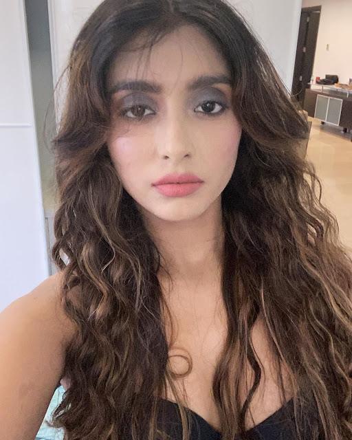 Charmsukh - Flat 69 Actress Thea D'souza ( Garima ), Ullu new web series