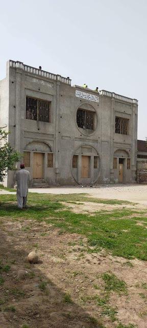 सुन्नी समूह पाकिस्तान में पुलिस की मदद से एक अहमदी मस्जिद को नष्ट कर दिया