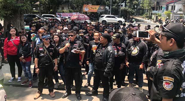 Terkait Penamparan ASN, Ratusan Massa Demo Ketua DPRD Jabar