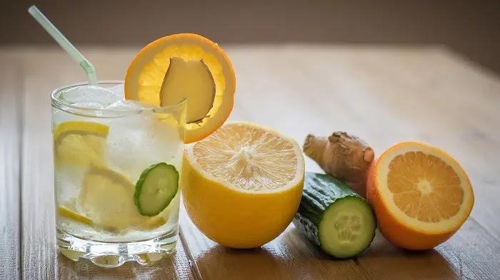5. Infusão de limão, pepino, gengibre
