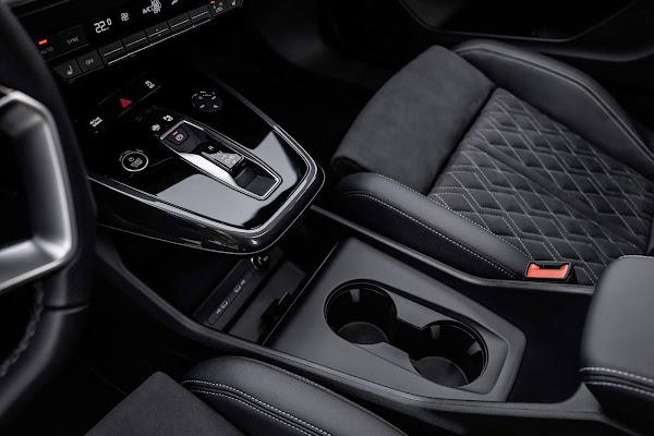 Audi Q4 45 e-tron Quattro - interior