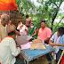 बलिया में बाढ़ पीड़ितों की मदद के लिए प्रशासन ने कसी कमर, जाने किन-किन वस्तुओं का हो रहा है वितरण