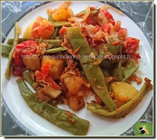 Vie quotidienne de FLaure : Pommes de terre, haricots plats et tomates avec un peu de piment, de paprika, d'ail et d'oignon