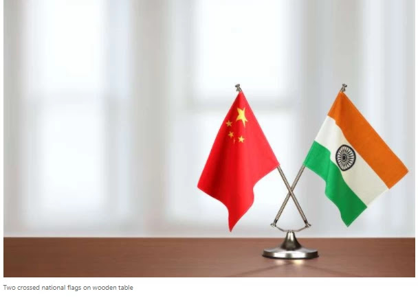 The Indian and Chinese defense ministers left for Moscow to meet on the border
