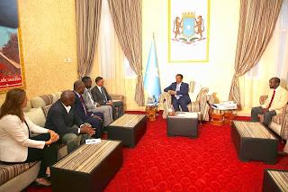 بالصور: الرئيس الصومالي يستقبل وفد هام من الإتحاد الدولي للصحفيين ويتباحث معهم حول حرية التعبير وتأسيس الجمعيات المهنية
