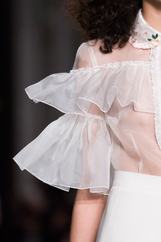 S in Fashion Avenue: TREND ALERT: FRILLS & RUFFLES