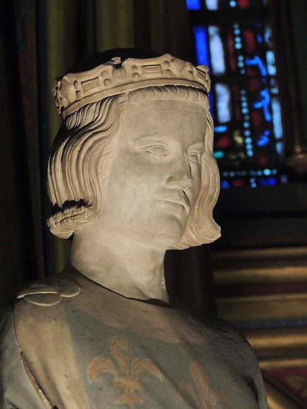 São Luis, estátua na capela inferior da Sainte Chapelle, Paris