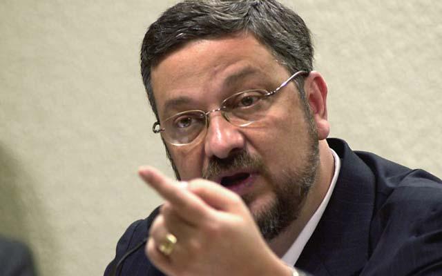 Delação de Palocci implica Ambev, Lula e Dilma, diz jornal