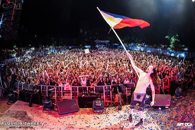 Steve Aoki last year. Look at the crowd!