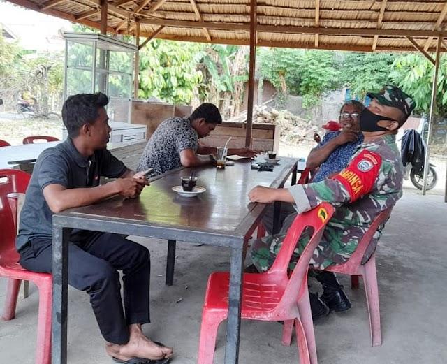 Ciptakan Kebersamaan, Babinsa Koramil 04/Peudada Lakukan Komsos