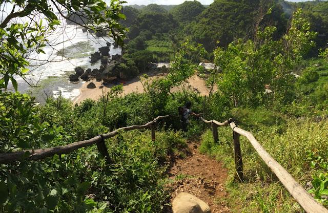 trekking-menuju-puncak-kosakora-di-gunung-kidul-yogyakarta
