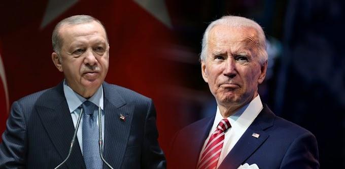 Το… χειροφίλημα του Ερντογάν στον Μπάιντεν