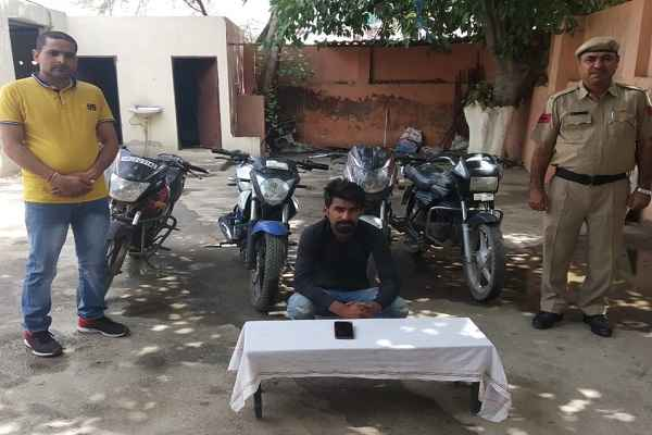 crime-branch-uncha-gaon-arrested-chor-recovred-4-motercycle-phone