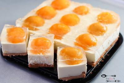 ciasta i desery, ciasto jajko, sernik na zimno, sernik na zimno z brzoskwiniami, ciasto na święta, ciasto na biszkopcie, ciasto z owocami, ciasto z brzoskwiniami, biszkopt z kisielem, biszkopt z 3 jaj,