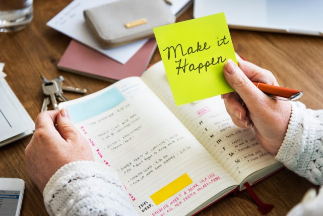 Buat buku catatan tentang rasa syukur dan harapan setiap hari