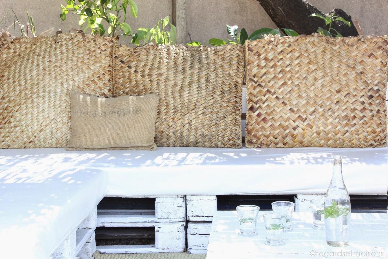 regardsetmaisons mon canap en palettes esprit nature et camouflage visite. Black Bedroom Furniture Sets. Home Design Ideas
