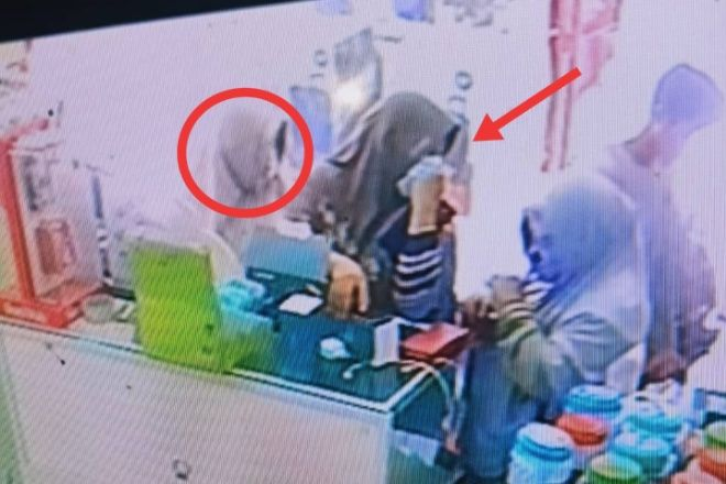 Aksi Komplotan Emak-emak di Bone Saat Curi HP Terekam CCTV