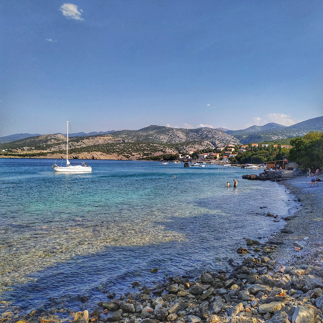 zatoczka, widok na Klenovica, Chorwacja w sierpniu