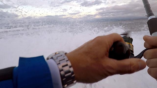 CARRETE - Pescando a la robaliza con mar bravo 🌊 🌊 🌊