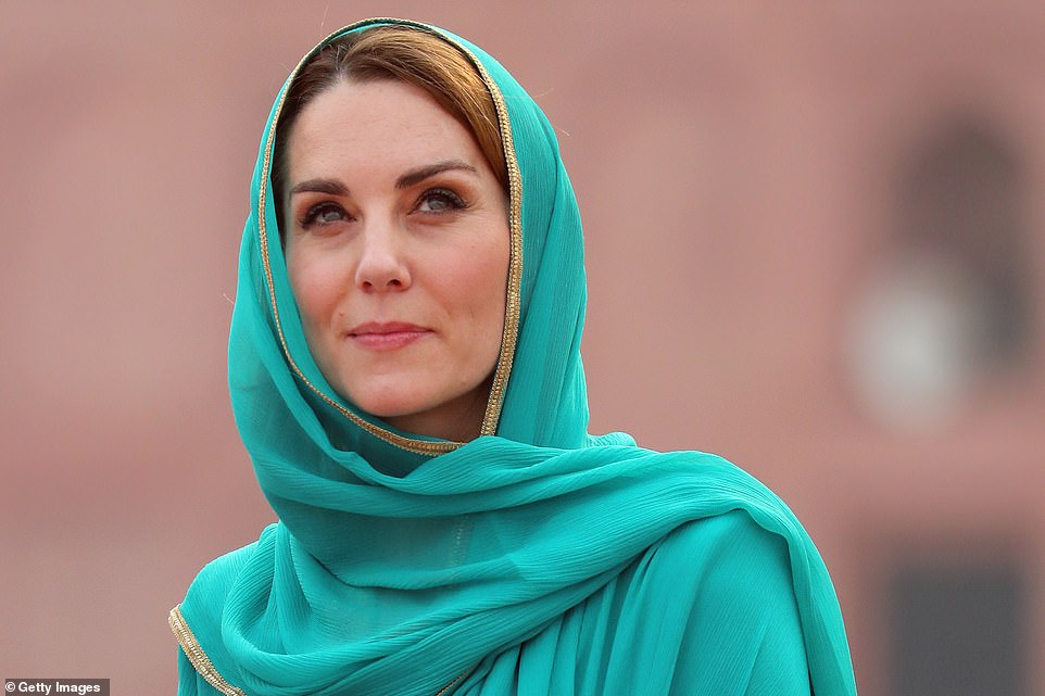 Kate Middleton looks stunning as she opts  for green Again and covers her head during her visit at the badshai mosque