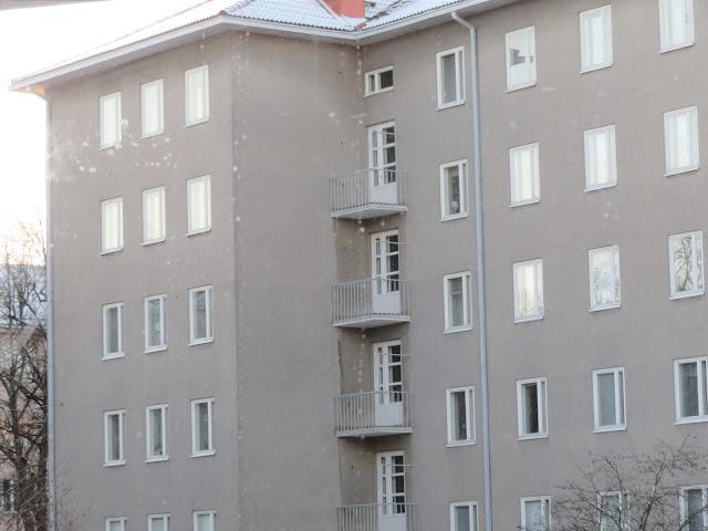 Näitä ikkunoita tykkää  tuijotella olohuoneeni nurkasta