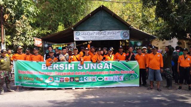 Hadapi Penghujan, LPBI NU Jombang Bersihkan Sungai