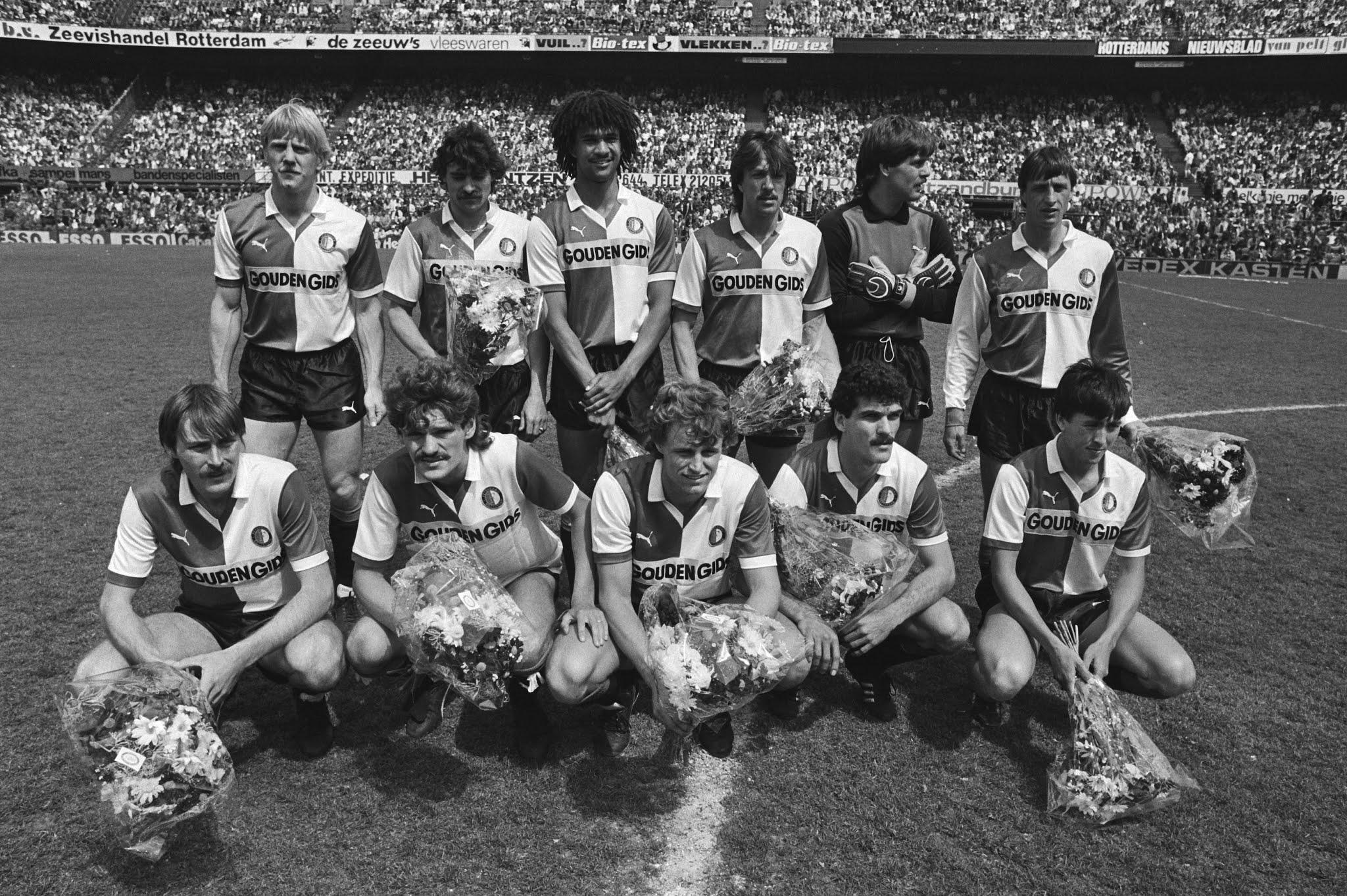 Elftalfoto Feyenoord voor de afscheidswedstrijd van Johan Cruijff